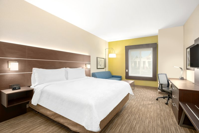 Holiday Inn Express & Suites Marysville-King Bed Guest Room<br/>Image from Leonardo