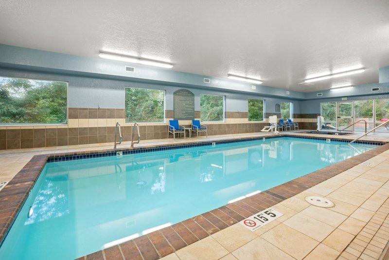 Holiday Inn Express & Suites Marysville-Swimming Pool <br/>Image from Leonardo