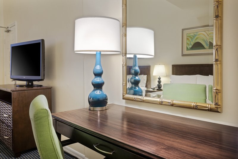 Holiday Inn & Suites Clearwater Beach S Harbour-Desk area in the Islander Guest Room<br/>Image from Leonardo