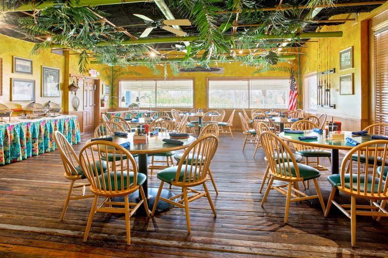 Holiday Inn & Suites Clearwater Beach S Harbour-Plan your intimate event in our Hemingway Room. <br/>Image from Leonardo