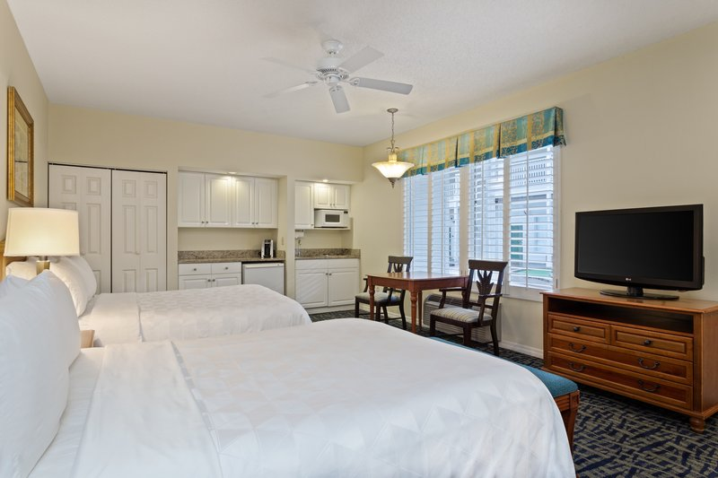 Holiday Inn & Suites Clearwater Beach S Harbour-Our spacious Studio includes a dinette set and a 37