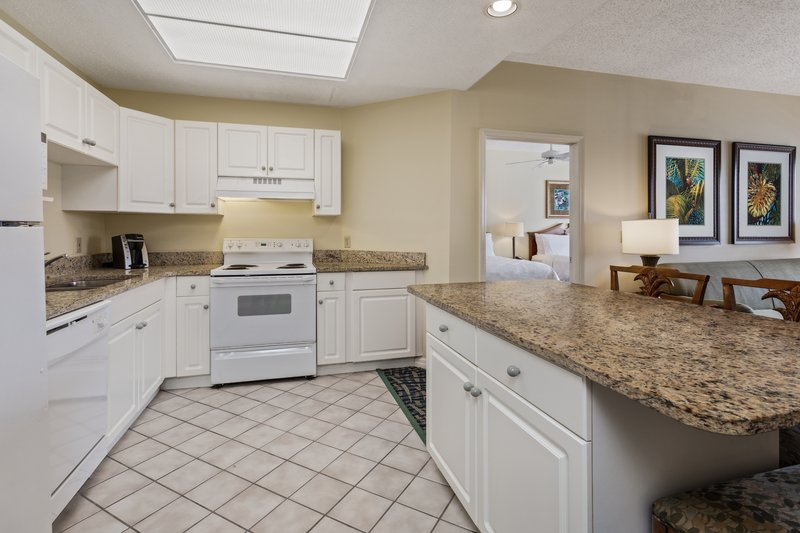 Holiday Inn & Suites Clearwater Beach S Harbour-Kitchen in the 2 Queen Suite has full sized appliances and island.<br/>Image from Leonardo