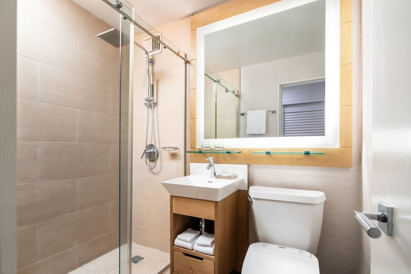 Moana Surfrider, A Westin Resort & Spa, Waikiki Beach - Diamond Wing Guest Bathroom <br/>Image from Leonardo