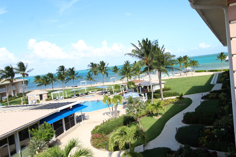 Holiday Inn Resort Grand Cayman-North Sound Ocean View, outdoor pool, blue iguana grill, pool bar<br/>Image from Leonardo