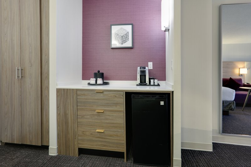 Crowne Plaza Dallas Downtown-Room Feature<br/>Image from Leonardo