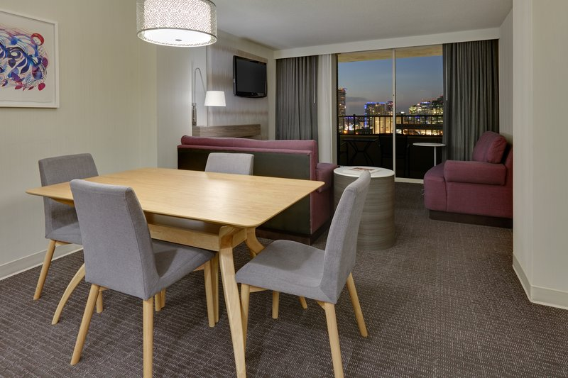 Crowne Plaza Dallas Downtown-Suite<br/>Image from Leonardo