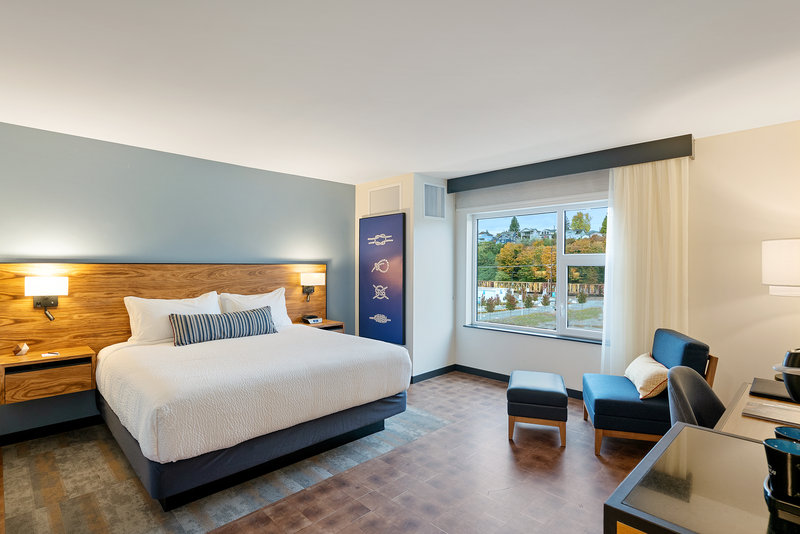 Hotel Indigo Seattle Everett Waterfront-Accessible king bed guestroom<br/>Image from Leonardo