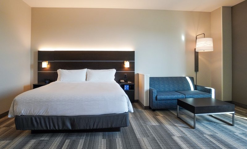 Holiday Inn Express And Suites Nashville Franklin-Suite<br/>Image from Leonardo