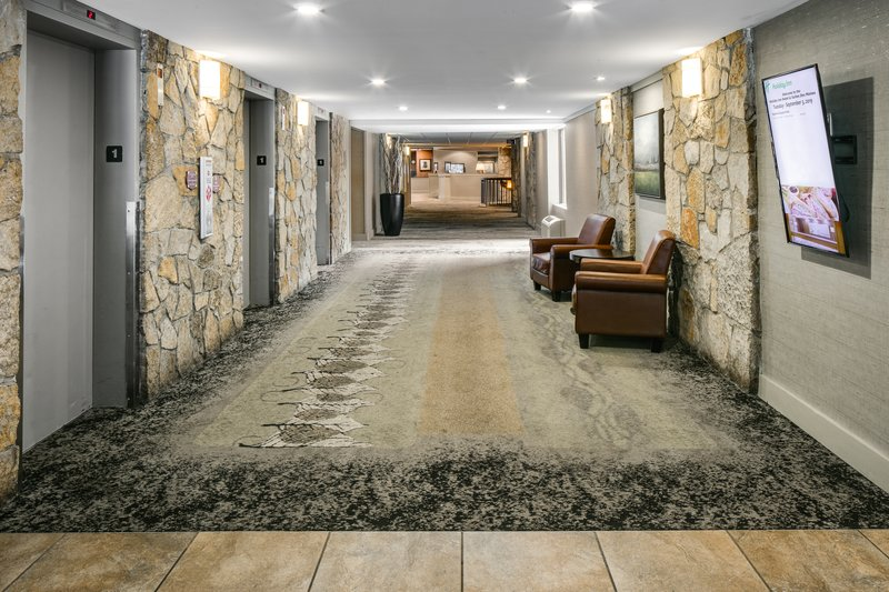 Holiday Inn Hotel & Suites Des Moines-Northwest-Elevator Lobby<br/>Image from Leonardo