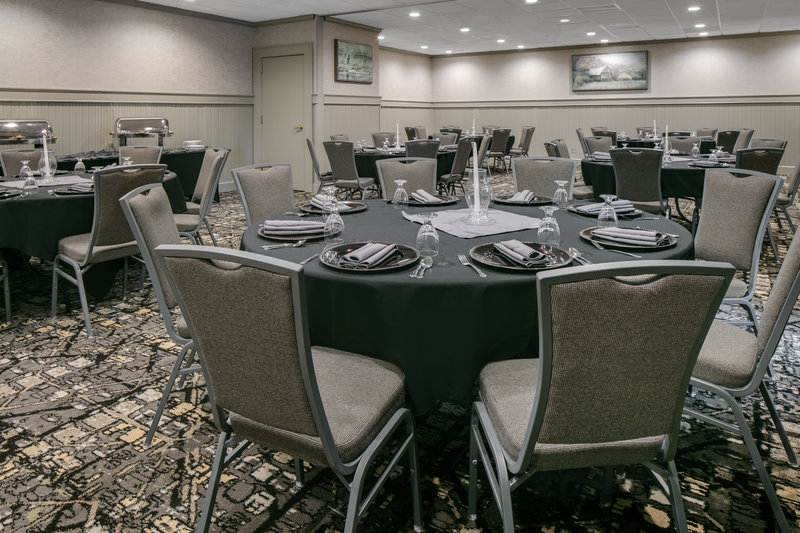 Holiday Inn Hotel & Suites Des Moines-Northwest-Bennigan's Meeting Room<br/>Image from Leonardo