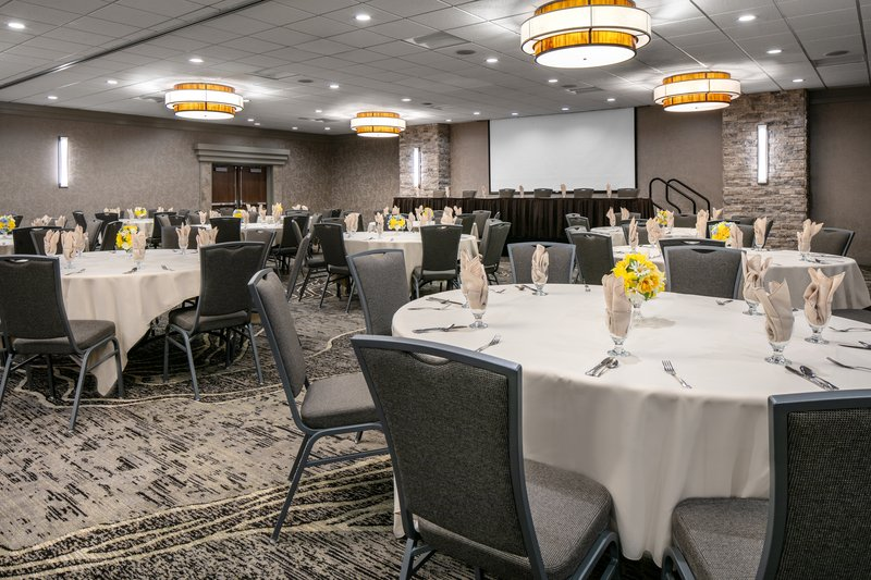 Holiday Inn Hotel & Suites Des Moines-Northwest-Think flexible with oval crescent seating for meetings or meals!<br/>Image from Leonardo