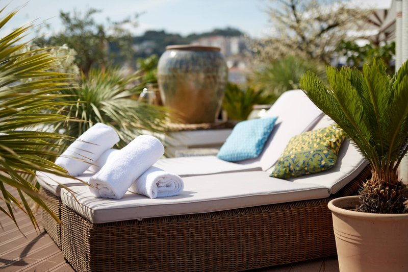AC Hotel Nice-Rooftop Pool - Sun Beds<br/>Image from Leonardo