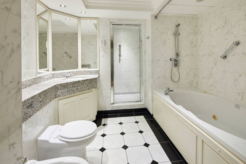 Marriott Glasgow-Junior Suite - Bathroom<br/>Image from Leonardo
