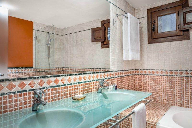 Autograph Collection Hotel Palacio De Santa Paula-Junior Suite - Bathroom<br/>Image from Leonardo