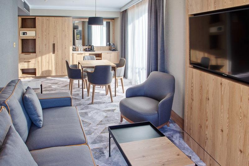 Crowne Plaza Marlow-Suite Living Room<br/>Image from Leonardo