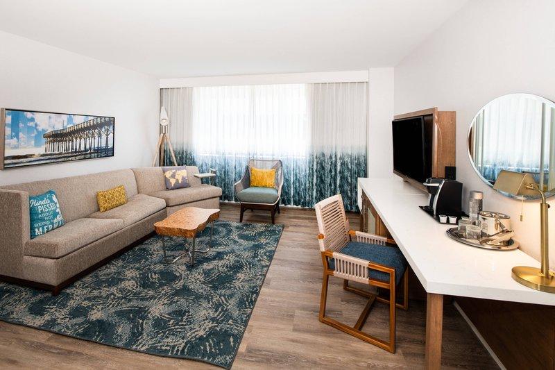 Renaissance Newport Beach Hotel-Deluxe Suite - Living Room<br/>Image from Leonardo