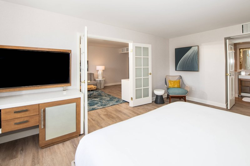 Renaissance Newport Beach Hotel-Deluxe Suite - Bedroom<br/>Image from Leonardo
