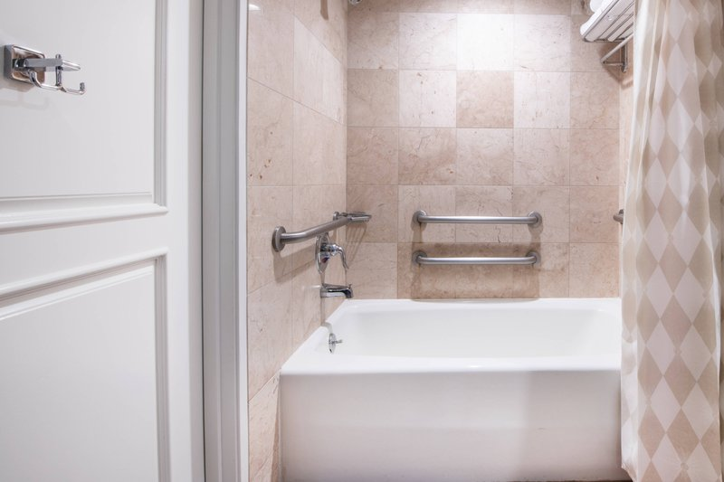 Renaissance Newport Beach Hotel-Accessible Executive Suite - Bathroom<br/>Image from Leonardo