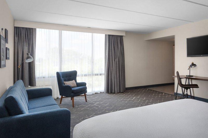 Four Points Philadelphia Northeast-King Superior Guest Room<br/>Image from Leonardo