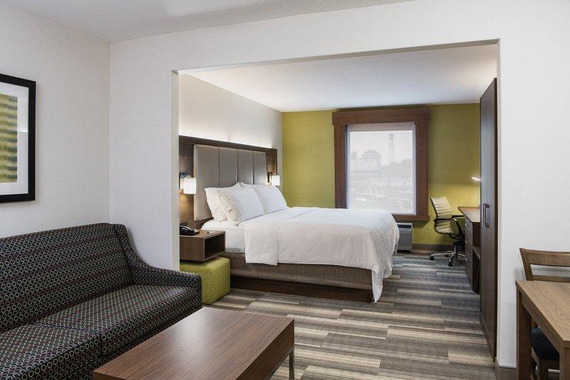 Holiday Inn Express Saskatoon Centre-Guest Room<br/>Image from Leonardo