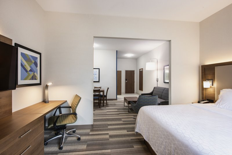 Holiday Inn Express Saskatoon Centre-King Bed Guest Room<br/>Image from Leonardo