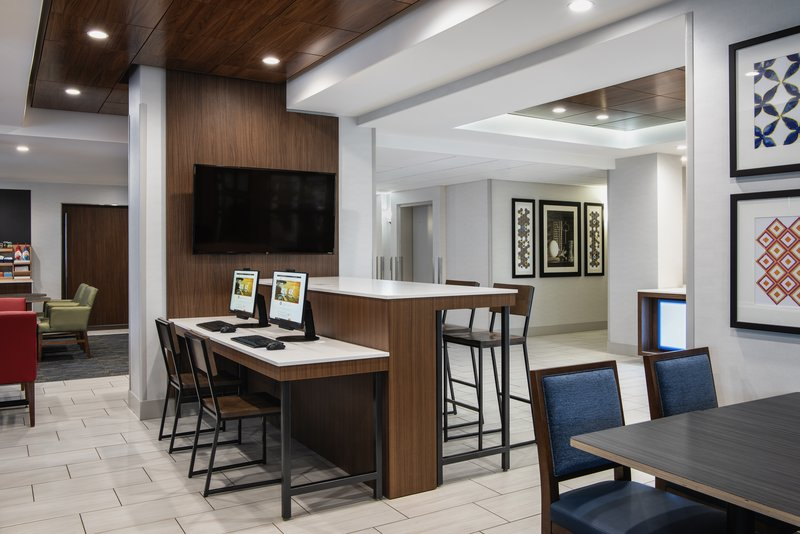 Holiday Inn Express Saskatoon Centre-Hotel Lobby<br/>Image from Leonardo