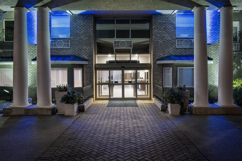 Holiday Inn Express Saskatoon Centre-Entrance<br/>Image from Leonardo