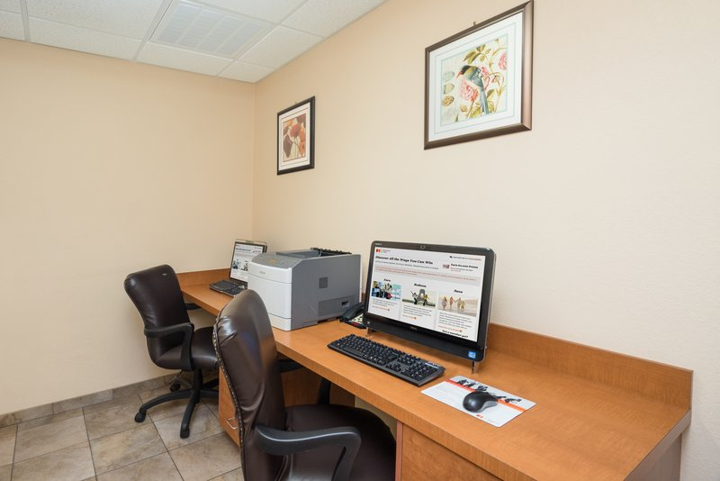Candlewood Suites New Bern-Business Center<br/>Image from Leonardo