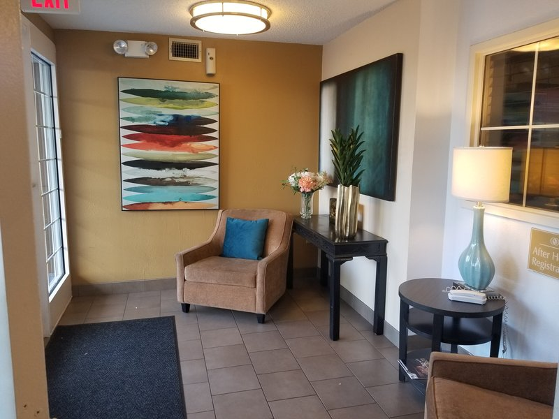Candlewood Suites Dallas - By The Galleria-Relax while waiting for your ride at Candlewood Suites<br/>Image from Leonardo