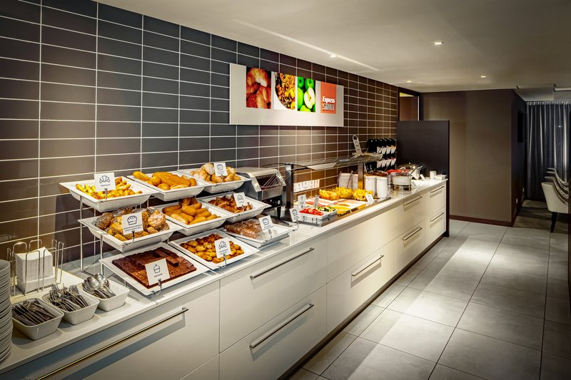 Holiday Inn Express The Hague - Parliament-Buffet<br/>Image from Leonardo