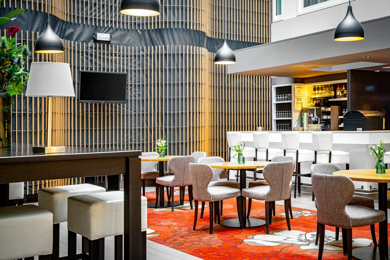 Holiday Inn Express The Hague - Parliament-Bar and Lounge<br/>Image from Leonardo