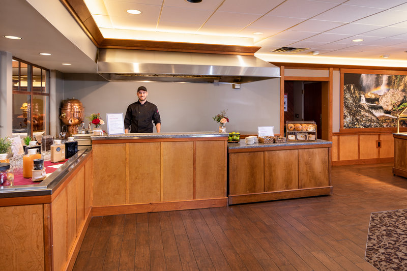 Crowne Plaza Lake Placid-Enjoy a hearty breakfast at MacKenzie's<br/>Image from Leonardo