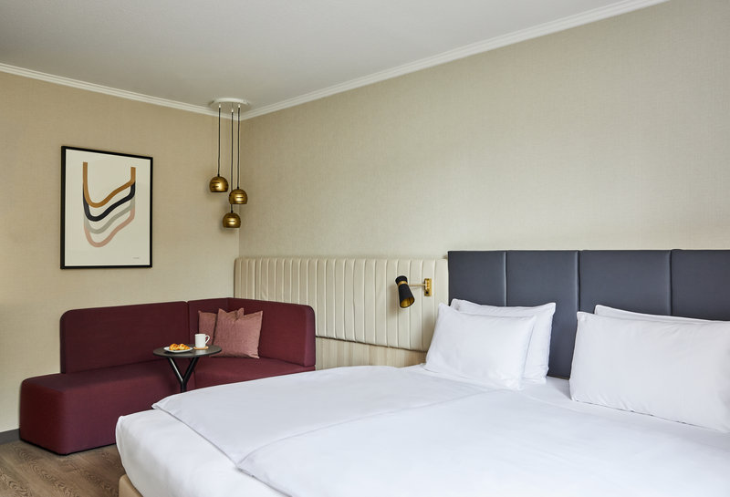 CROWNE PLAZA HAMBURG CITY ALSTER-Guest Room<br/>Image from Leonardo