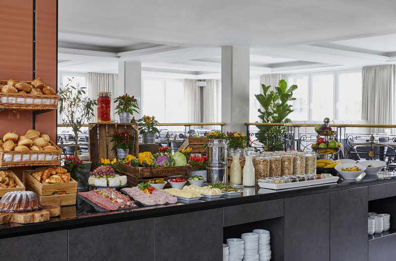 CROWNE PLAZA HAMBURG CITY ALSTER-Breakfast Area<br/>Image from Leonardo