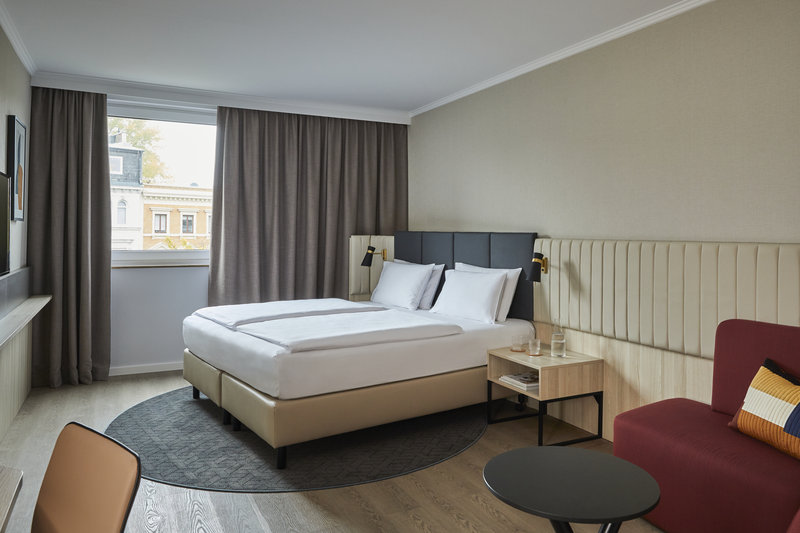 CROWNE PLAZA HAMBURG CITY ALSTER-Executive Room<br/>Image from Leonardo