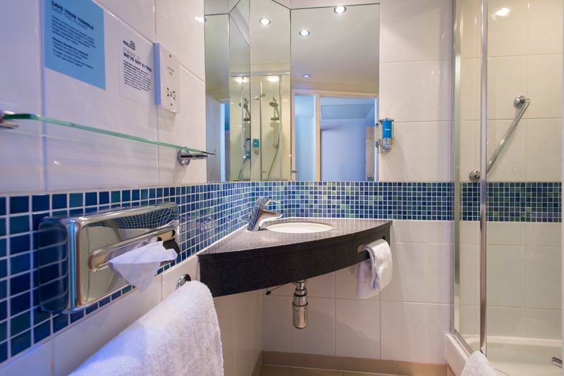 Holiday Inn Express Lincoln City Centre-Our en suites are complete with a power shower<br/>Image from Leonardo