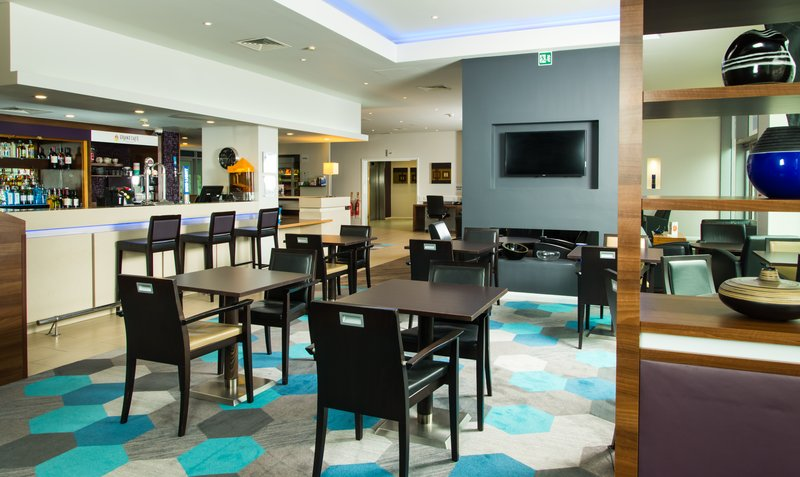Holiday Inn Express Lincoln City Centre-Catch up on the latest news in our welcoming lounge<br/>Image from Leonardo