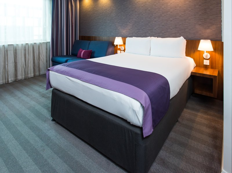 Holiday Inn Express Lincoln City Centre-Take your pick from soft and firm pillows in your room<br/>Image from Leonardo
