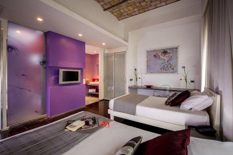 Ariston Hotel-Executive Quadruple Room<br/>Image from Leonardo