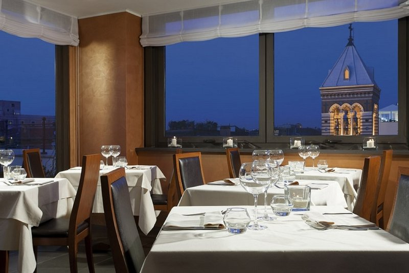 Artemide Hotel-Ambrosia Restaurant Bar<br/>Image from Leonardo