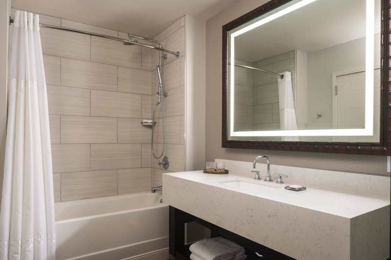 Waikoloa Beach Marriott - Ocean View Junior Suite - Bathroom <br/>Image from Leonardo