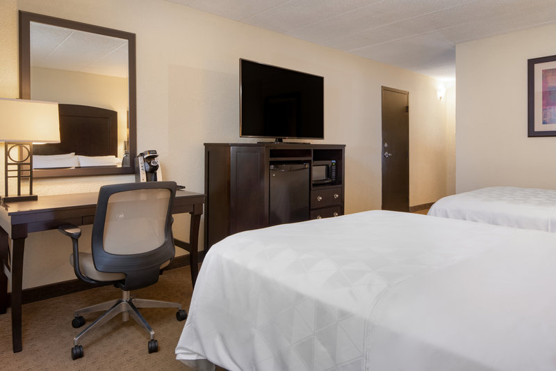 Holiday Inn Hotel & Suites Charleston West-Queen Bed Guest Room<br/>Image from Leonardo