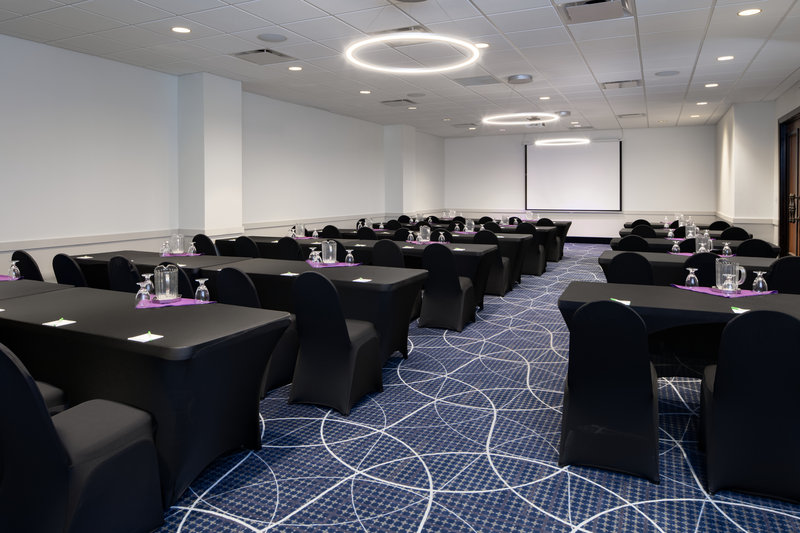 Holiday Inn Hotel & Suites Charleston West-Our full-service catering team is ready to plan your next meeting!<br/>Image from Leonardo