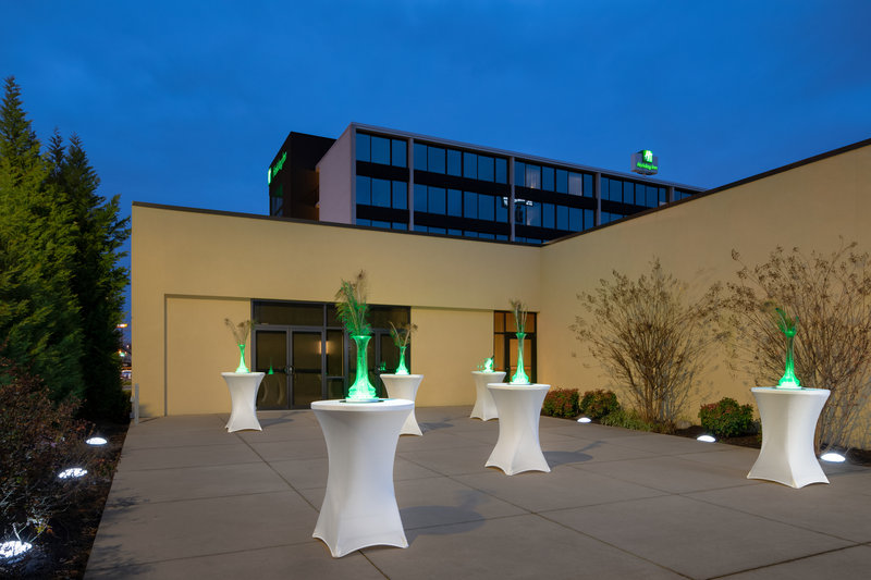 Holiday Inn Hotel & Suites Charleston West-Warm weather means stunning events on our outdoor patio! <br/>Image from Leonardo