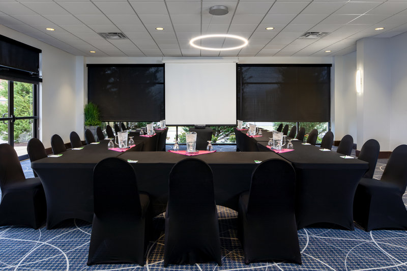 Holiday Inn Hotel & Suites Charleston West-Our space was designed with sleek and spectacular meetings in mind<br/>Image from Leonardo