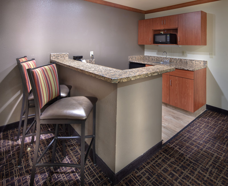 Best Western Wichita North-Wet Bar In Executive Suite<br/>Image from Leonardo