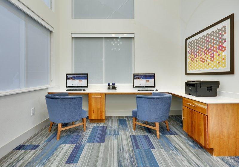 Holiday Inn Express & Suites Scottsbluff-Gering-Business Center<br/>Image from Leonardo