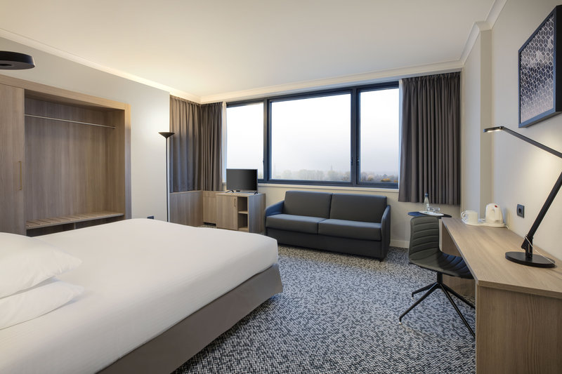 Crowne Plaza Milan - Linate-Guest Room<br/>Image from Leonardo