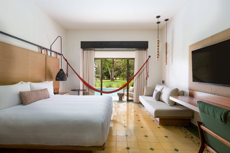 Marriott Los Suenos Ocean & Golf Resort-King Swim Up Guest Room<br/>Image from Leonardo