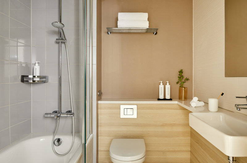 Crowne Plaza Hamburg - City Alster-Guest Bathroom<br/>Image from Leonardo